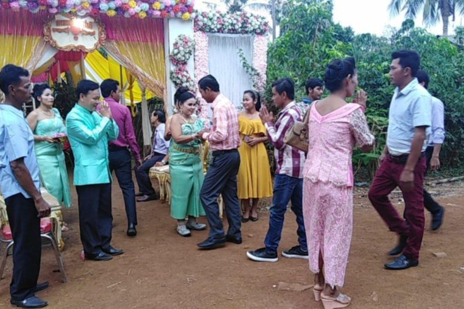 Bulletin - Des mariés qui défient les préjugés: Accueil des invités